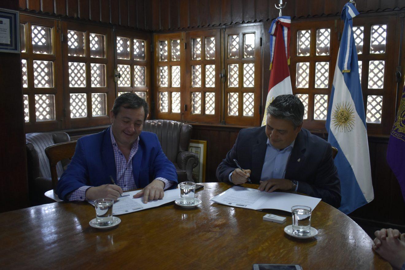 Firma de convenio entre la FCM y la Municipalidad de Deán Funes