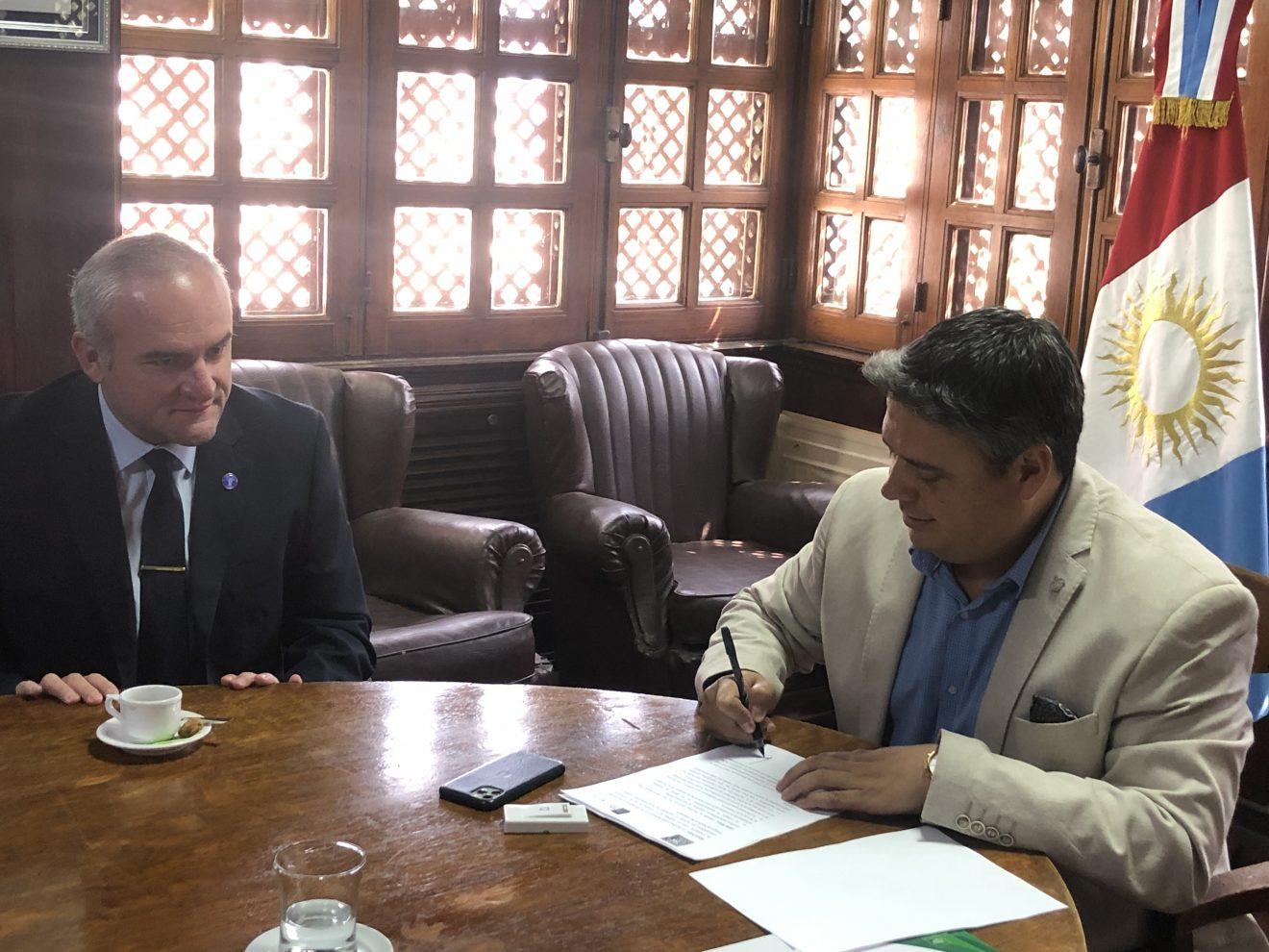 Firma de convenio con el Colegio de Médicos de Catamarca