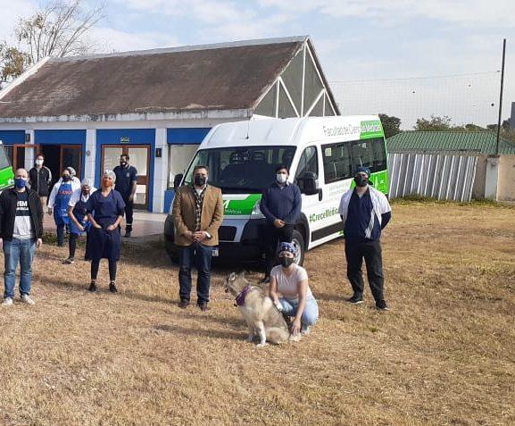 Estudiantes voluntarios prepararon y entregaron alimentos saludables