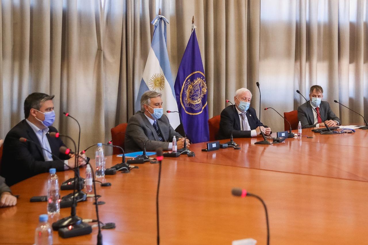 El Decano acompañó al Rector Hugo Juri en la formalización de un acuerdo con la Municipalidad de Córdoba